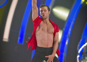 Strictly-Come-Dancing-Harry-Judd-shirtless_094144